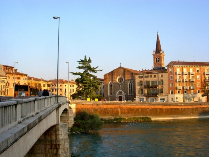 Crossing the bridge in Verona