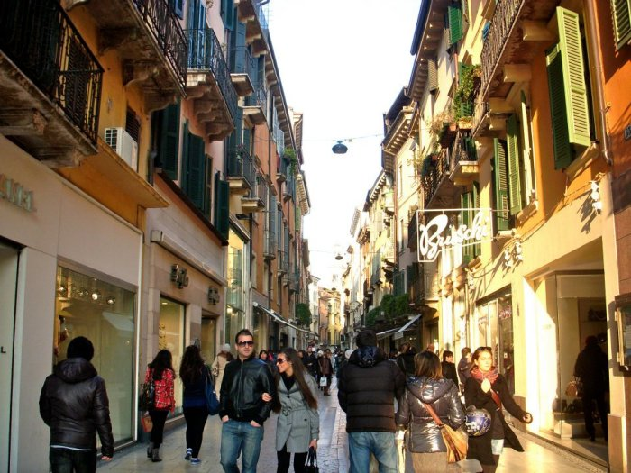 More shops in Verona