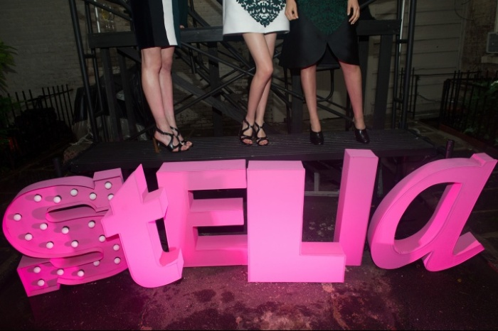 Stella-McCartney-Resort-Garden-Party4-81_115403507098.jpg_carousel_parties